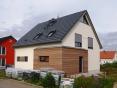Baupartner Massivhaus Satteldachhaus modern mit Rombusschalung Weimar_Tiefurt_1